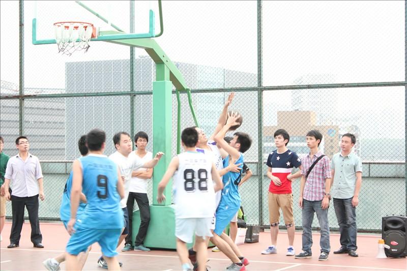 篮球协会奋力拼杀