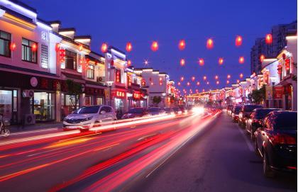 小镇美食街夜景