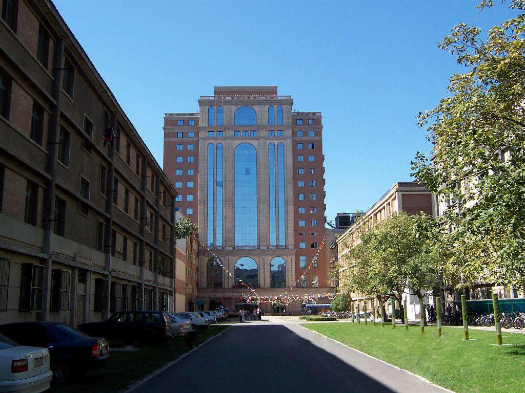 """北京邮电大学是教育部直属、工业和信息化部共建、首批进行""""211工程""""建设的全国重点大学,是""""985优势学科创新平台""""项目重点建设高校,是一所以信息科技为特色、工学门类为主体、工管文理协调发展的多科性大学,是我国信息科技人才的重要培养基地。 自1955年建校以来."""